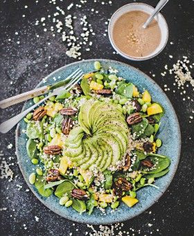 Spinatsalat mit Mango & Edamame – Nadia Damaso