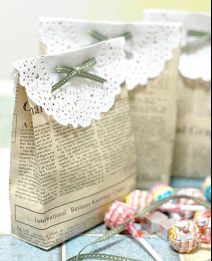Inpakken met kranten, taart onderleggers en een lintje