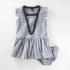 love this for summer, add leggings and a long sleeve shirt and it can work for all seasons. :)