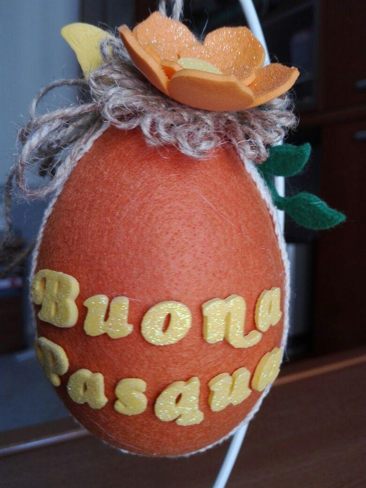 Uovo decorato con pannolenci e fommy