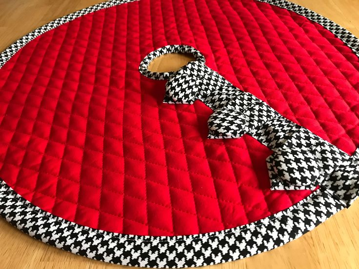 Table Top Small Christmas Tree Skirt Pre Quilted Red Fabric Black White