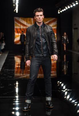 Como usar uma jaqueta de couro masculina