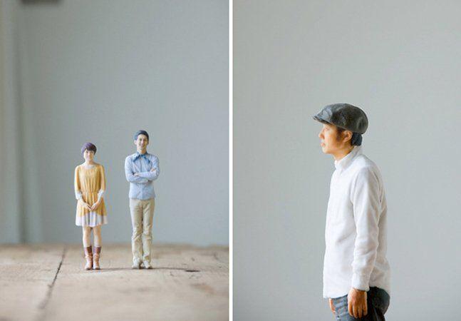 Imagine uma cabine daquelas de onde você sai com uma foto instantânea, mas que em vez de retratos tira… miniaturas em 3D. A empresa japonesa Omote 3D teve a ideia de permitir aos clientes tirarem fotos em três dimensões, replicando-os em mini-bonecos perfeitos. A cabine esteve em uma galeria de Tóquio, em Harakaju, com a possibilidade de criar figuras em 3 tamanhos, de 10, 15 e 20 centímetros. Vamos por passos: primeiro, a pessoa precisa ficar 15 minutos fazendo pose para as máquinas de…