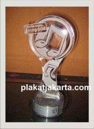 plakat piala akrilik award musik