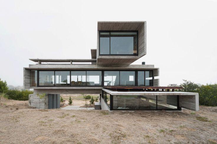 Estructura de hormigón armado con encofrado de madera en vivienda