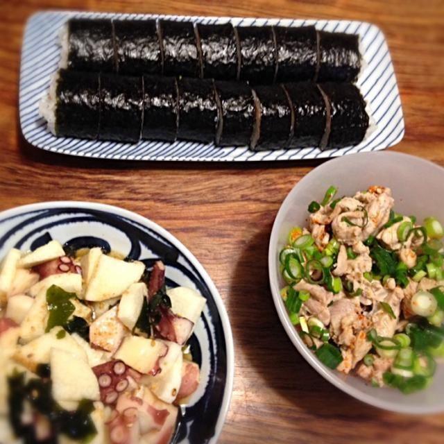 昨日の晩ごはん◡̈*❤︎ あといわしの塩焼きと湯豆腐も食べた〜☻ັ - 19件のもぐもぐ - 巻き寿司・せせりの湯引き・タコと長芋ワカメの酢の物 by nicochan715