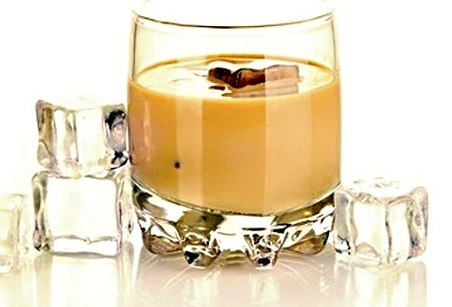 Likér připravený z roztavených čokoládových tyčinek Kinder, dobré vodky, mléka, šlehačky, vajec a cukru, skvělý jako aperitiv nebo nápoj na povzbuzení dobré nálady. Podle tohoto receptu by měl likér mít ve výsledku cca 10 % alkoholu.