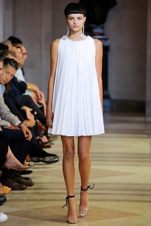 """La minigonna è considerata il fenomeno di costume più rilevante degli anni 60, il """"manifesto"""" dei ribelli Swinging Sixties."""