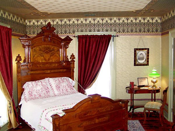 Victorian bedroom love the bed decor ideas pinterest for Victorian bedroom ideas