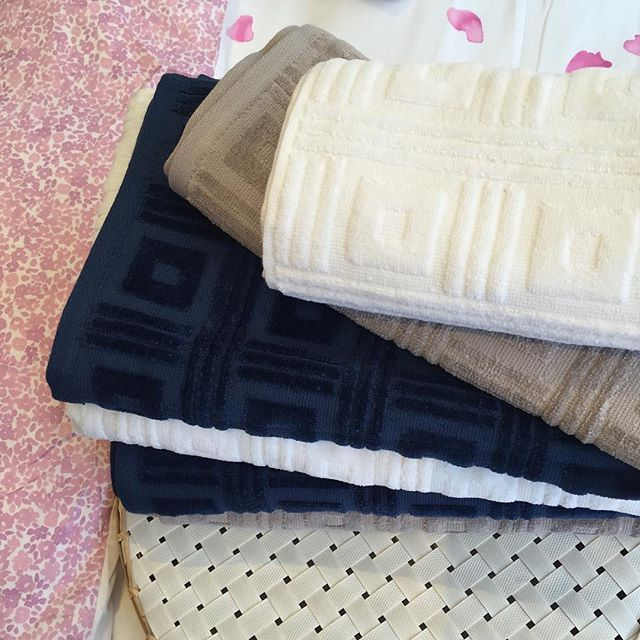 Soft and luxurious Greg Natale #bathtowels in oyster, white and ink.. Just in! #bath #bathroom #thebedspreadshop #decor