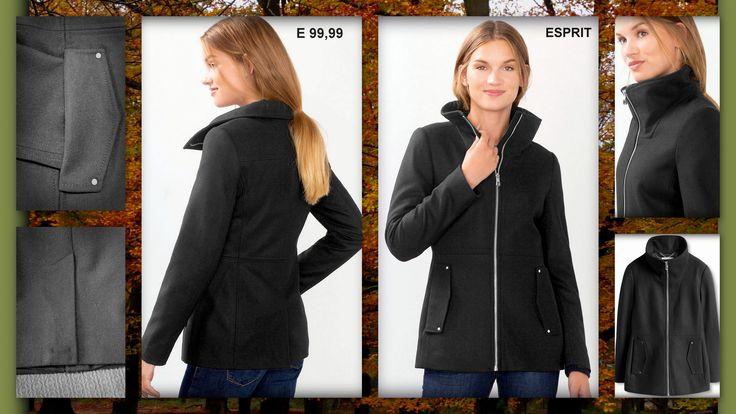.•♫•♬• Warm in een jas van wol •♬•♫•. Deze elegante jas combineert goed met je favo jeans maar zeker ook op een pantalon of aansluitende kokerrok voor een zakelijke uitstraling. De gestikte deelnaden accentueren het getailleerde model.De jas incl. kraag heeft aan de voorkant een zichtbaar ingenaaide metalen rits met binnenbies. De openingen van de naadzakken zijn geaccentueerd met brede kleppen en metalen studs. De jas heeft middenachter een loop split. Het zachte weefsel van een wolmix met…
