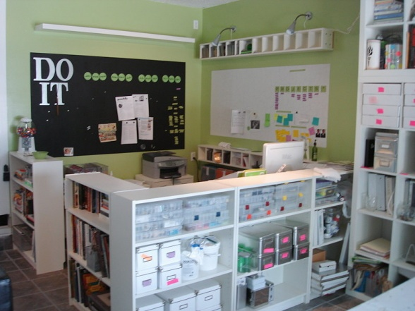 Love this craft space!