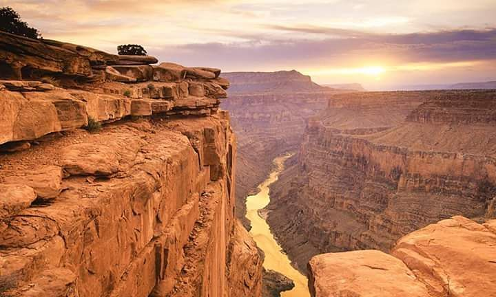 El Gran Cañón del Colorado es una vistosa y escarpada garganta excavada por el río Colorado en el norte de Arizona Estados Unidos. Está situado en su mayor parte dentro del Parque nacional del Gran Cañón declarado Patrimonio de la Humanidad en 1979 por la UNESCO.  #USA #arizona #grancañondelcolorado #riocolorado