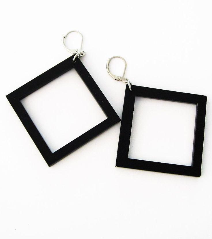 Örhängen i plexiglas, kvadrater 5x5cm. Earrings made of plexiglass, squares 5x5cm