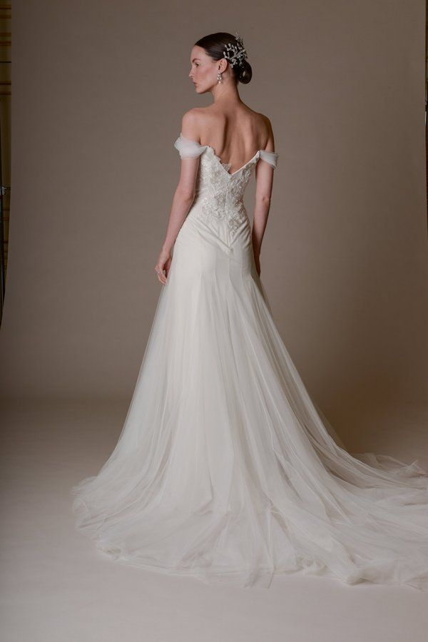 213 best Wedding images on Pinterest   Wedding dressses, Wedding ...