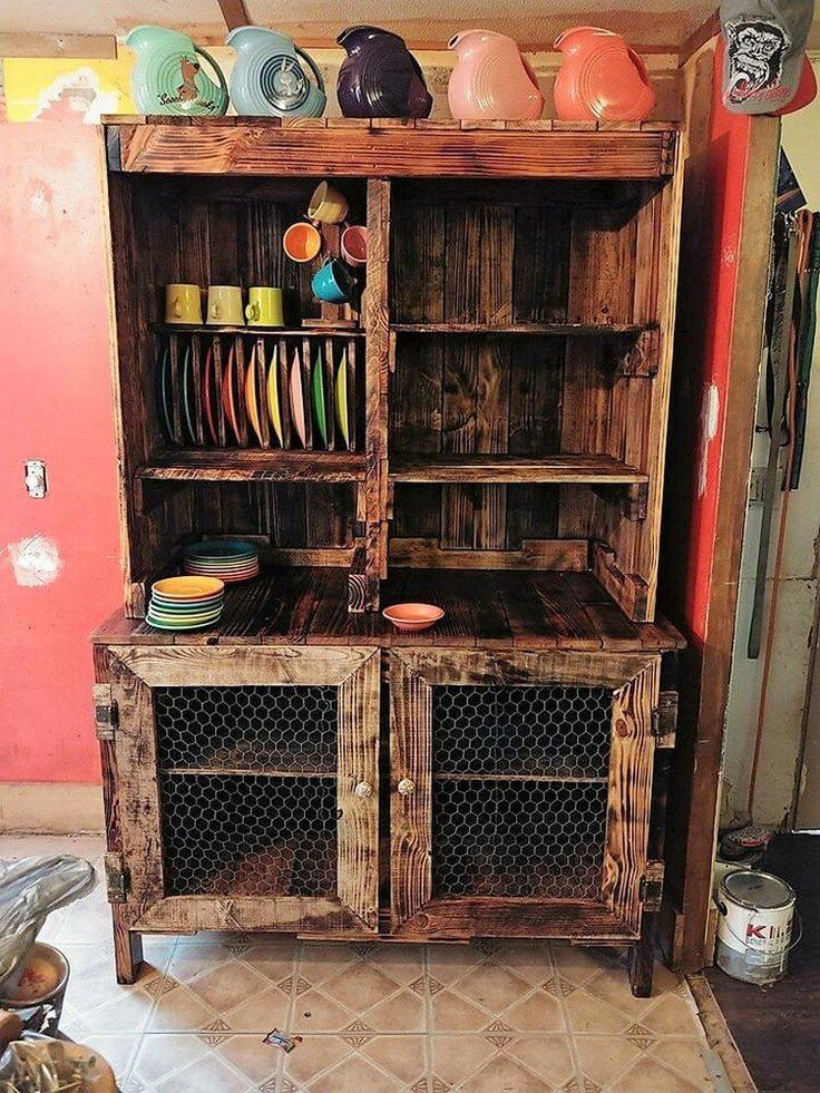 Here we have bring about with yet another innovative piece of the wood pallet hutch or the cabinet design for you. Give a quick look at this image given below! Here the wood pallet cabinet/hutch has been settled with the range of drawers that has been settled right into it.