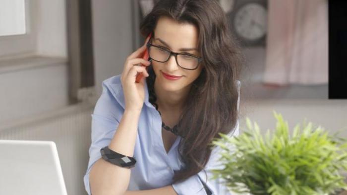 Wanita Pilihan Pria - Benar Nggak Sih, Kalau Cowok Tidak Suka Cewek Pintar Buat Dijadiin Pacar?