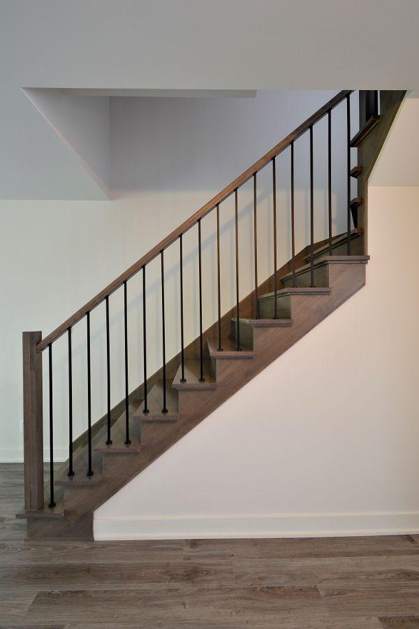 Venez voir nos réalisations d'ébénisterie: escaliers de bois, rampes d'escalier et réalisation techniques. Escaliers de bois et ébénisterie du Centre de l'Escalier.