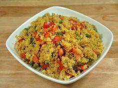 Cómo hacer quinoa con verduras. Aunque para muchos puede ser un gran desconocido y otros puedan creer que se trata de un cereal, lo cierto es que la quinoa es un vegetal muy saludable y con múltiples beneficios para el organismo. De...