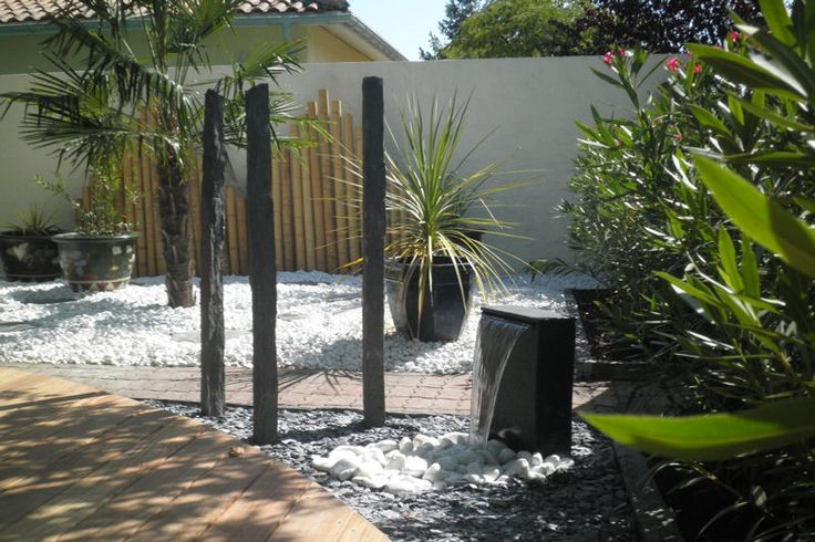 Fontaine dans un jardin zen