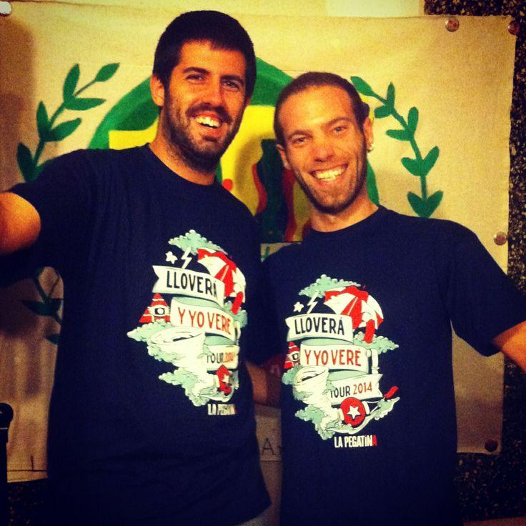 Nuestra nueva camiseta diseñada pir Vanila Bcn!! #lapegatina #vanilabcn #bcn #camiseta #new #nueva #gira #tour #2014 #moda