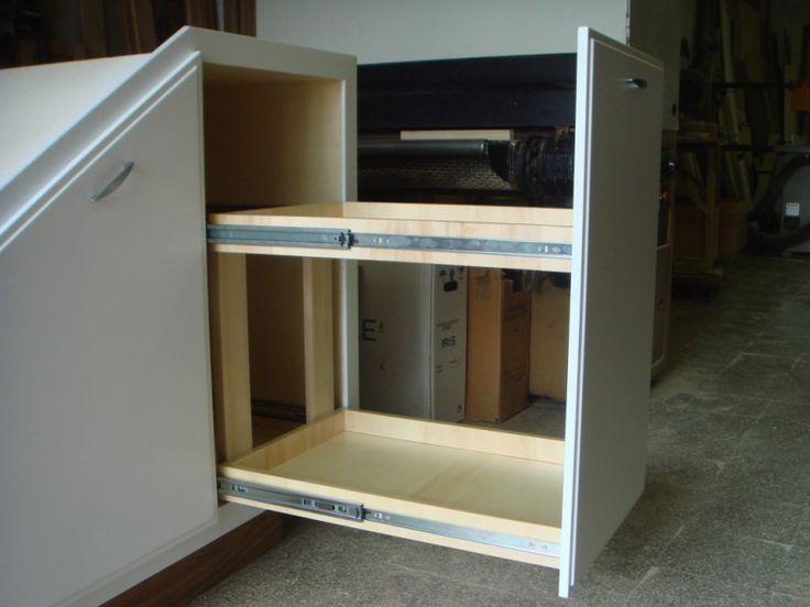 Oltre 25 fantastiche idee su armadio sottoscala su - Costruire ante scorrevoli ...