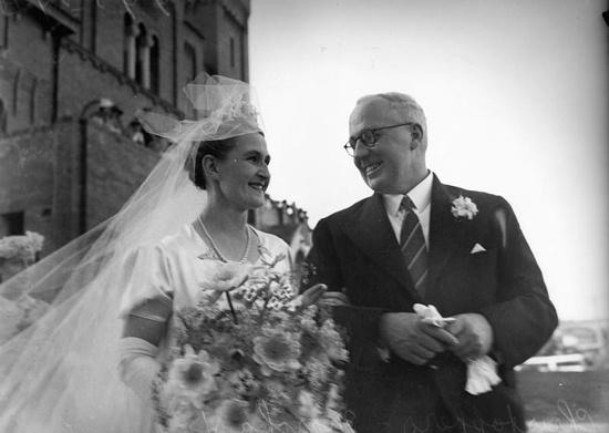 best wedding dresses s images short wedding  vintage brides 1940s wedding dresses more at com eventsbygab