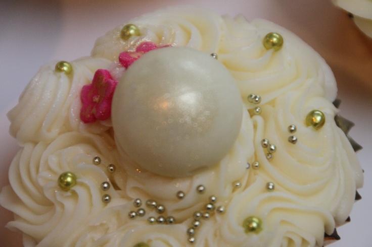 White choc truffle cup cake