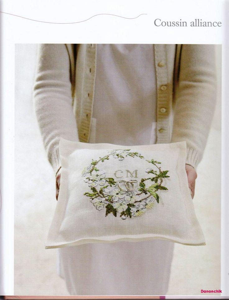 cuscino portafedi fiori bianchi (1)