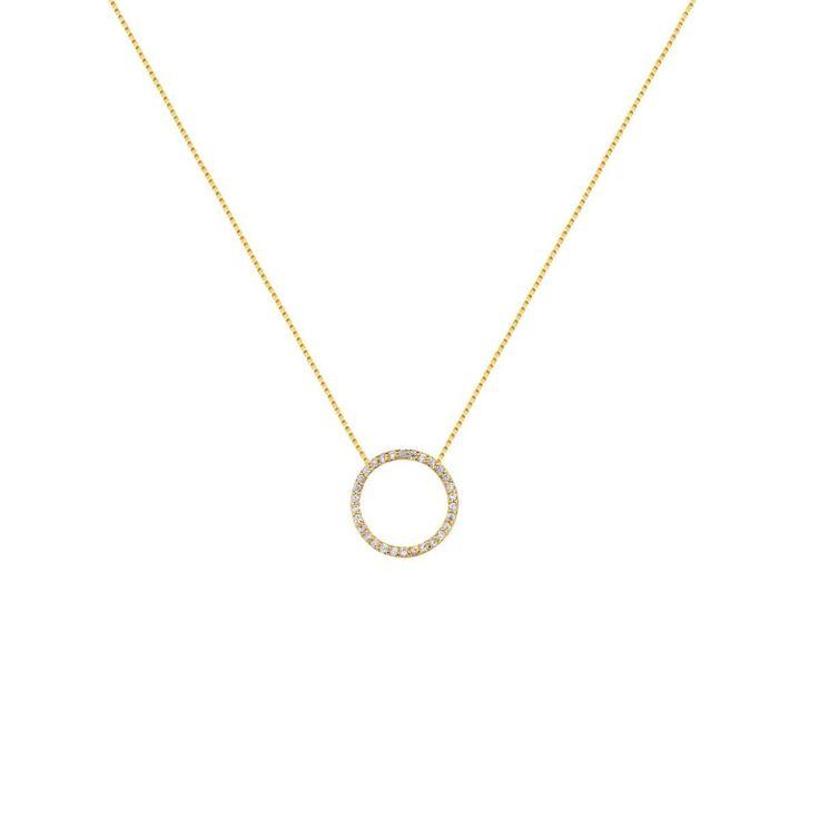 Colar com pingente redondo cravejado de zircônias com folheado a ouro 18kPossui fecho boia regulável Pode ser usado longo, como choker ou caído nas costas