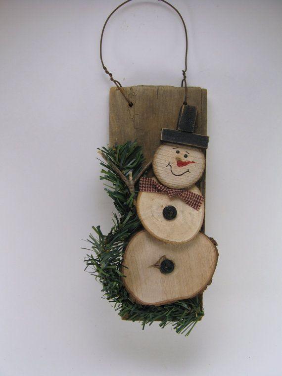 Items similar to Cintre bois de Grange bois récupéré avec bonhomme de neige bois Unique - D on Etsy                                                                                                                                                     Plus
