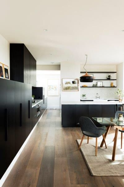 Kitchen with Butlers nook in black & marble by Lazcon