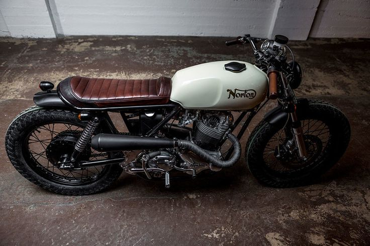 //\\ 1974 Norton Commando 850 brat style vintage bike