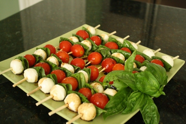 caprese salad skewers - great idea for an appetizer or pot luck!