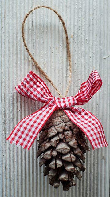 17 mejores ideas sobre coronas para puerta en pinterest decoraci n de la puerta principal - Pinas decoradas para navidad ...