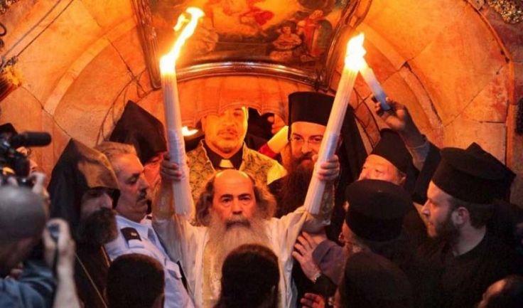 Ένα βιβλίο πού τελευταία κυκλοφόρησε με τίτλο « Άγιον Φως. Το θαύμα του Μεγάλου Σαββάτου στον...