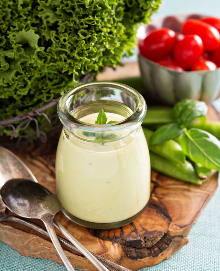 Als je deze avocadodressing hebt geproefd van Sprinkle of Green wil je nooit meer anders. Heerlijk door een salade, over een broodje of als dip! Mmm… Avocado dressing Lekker romig, groen en boordevol gezonde vetten. Met een beetje koriander en…
