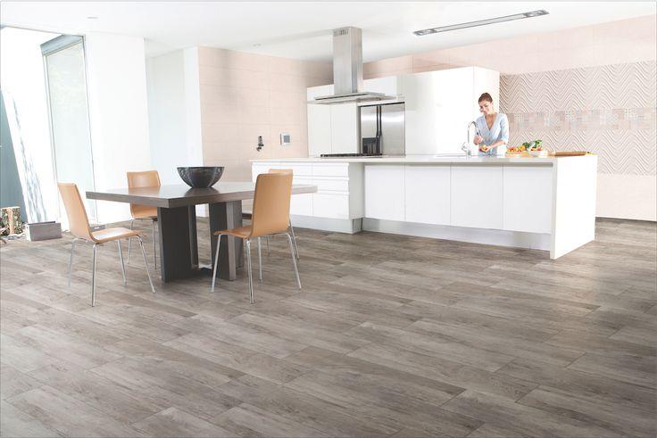 Este piso tipo madera es perfecto para  la cocina pues resiste el fuego, la humedad y los golpes #Corona inspira