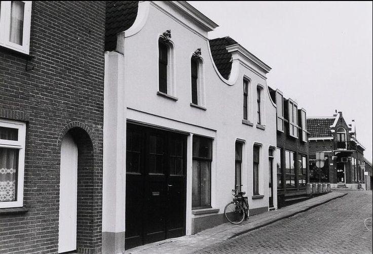 Brugstraat 3-5 opslag schildersbedrijf Beljaars (pas failliet verklaard na 108 jaar) nu een woonhuis
