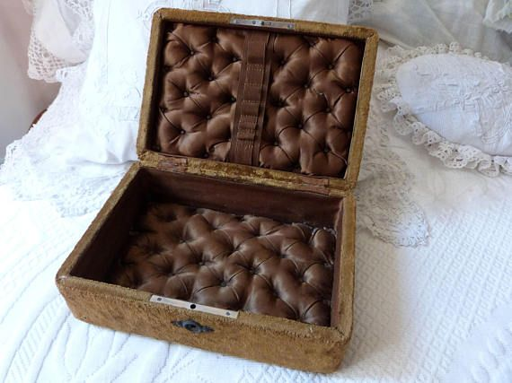 ♦✰ Antique brown velvet wooden sewing box rare 1800s French jewelry trink... Discover http://etsy.me/2hw9XnJ