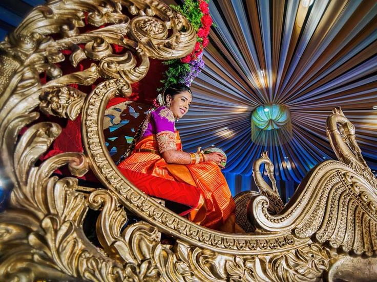 Enter the Wedding Venue like a Queen on a Palanquin!! #SouthIndianWedding #Bridal #SouthIndianBride