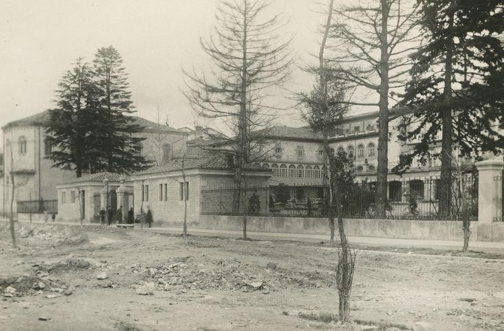Hospital general de Santiago por la calle Olaguibel. Año 1929 [APR]