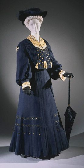 Winter Walking Outfit: ca. 1906, Belgian, fulled wool with silk appliqué, braid, embroidery and silk-wrapped buttons.