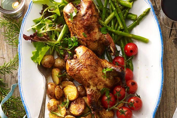 Kijk wat een lekker recept ik heb gevonden op Allerhande! Patrijs met geroosterde aardappel en tomaat & geblancheerde aspergetips