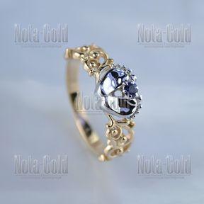 Кольцо с двумя пяточками младенца узором и сапфиром из золота 585 пробы (Вес: 3,15 гр.)