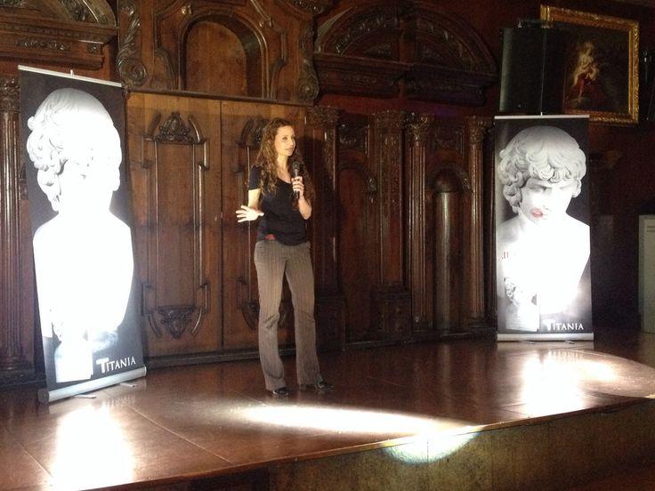 Presentación de 'Garden Manor. Juega conmigo' (Titania), de Malenka Ramos, el 21 de mayo de 2015 en la sala Alegoría de Madrid.
