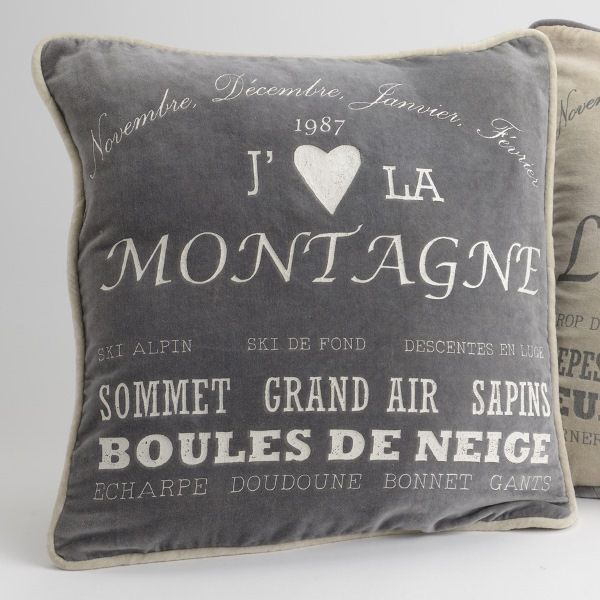 17 best images about coussins et galette de chaise on pinterest chic toile and flower pillow. Black Bedroom Furniture Sets. Home Design Ideas