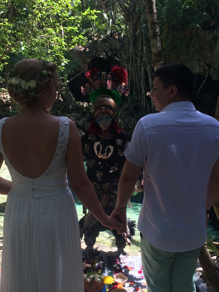 Mayan Wedding in a beautiful green of Cenote