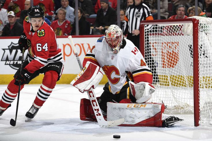 CHICAGO, IL - FEBRUARY 06: David Kampf #64 of the Chicago Blackhawks watches the puck next to goalie Mike Smith #41 of the Calgary Flames in the first period at the United Center on February 6, 2018 in Chicago, Illinois. (Photo by Bill Smith/NHLI via Getty Images)