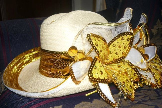 sombrero flores doradas